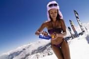 Bikinis snowboardozás